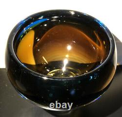 VICKE LINDSTRAND KOSTA BODA SWEDEN Signed Glass Bowl With Air Bubble, H 5 1/2